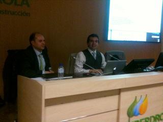 Profesores de Ingeniería Eléctrica impartiendo el curso en el salón de actos de Iberdrola en Manoteras